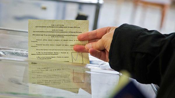 Urne trasparenti nel referendum in Crimea