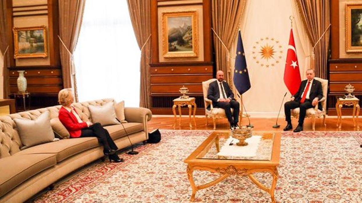 Ursula von der Leyen durante una visita in Turchia