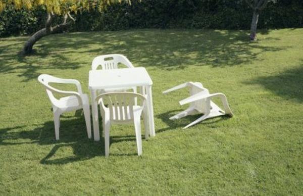 Una sedia caduta a Washington dopo il terremoto