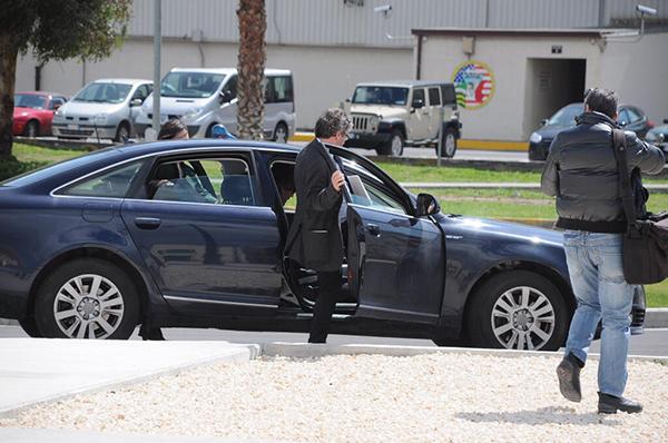 Venturino, Movimento 5 Stelle, sale su un'auto blu