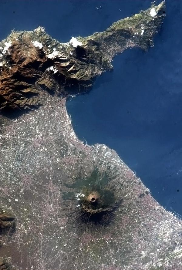 Il Vesuvio visto dallo spazio