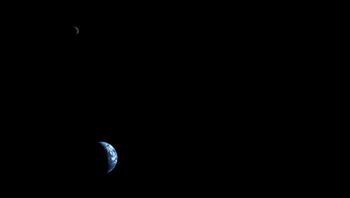 La Terra e la Luna fotografate dalla Voyager 1