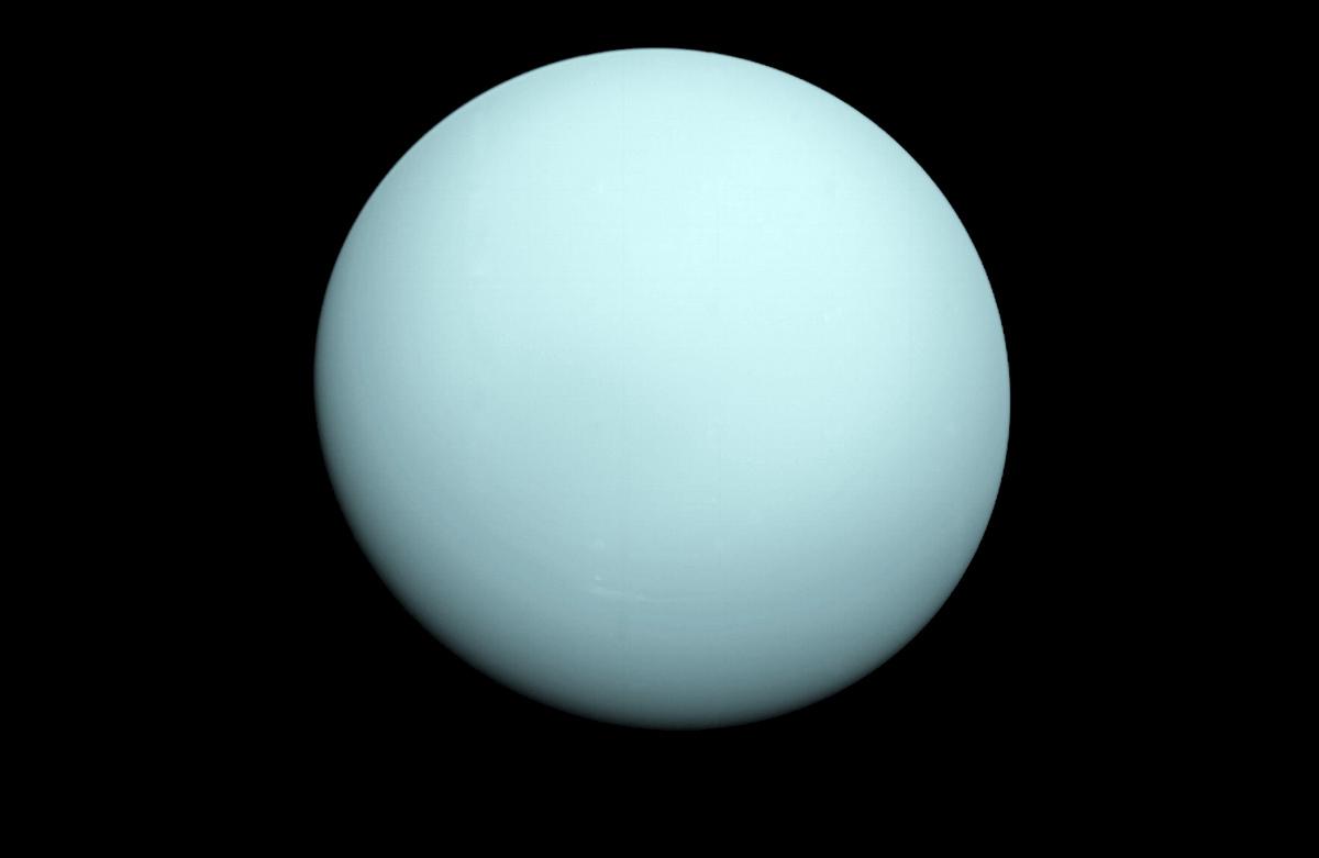 Urano fotografato da Voyager 2