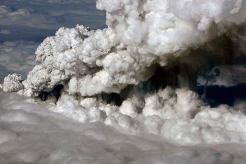 L'eruzione del vulcano islandese provoca la chiusura di parte dello spazio aereo nord europeo