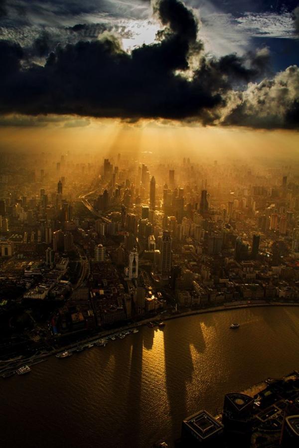 La foto di Shanghai scattata da una gru