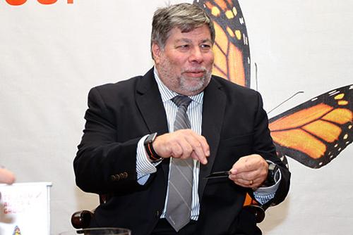 Steve Wozniak con al polso un iPod nano usato come orologio